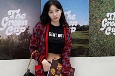 韩国女艺人郑惠成晒近照 穿短款上衣秀纤细腰线