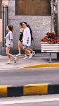 王思聪与仨美女逛街,个个长腿吸睛高过王思聪,左拥右抱同回豪宅