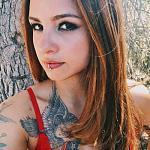 美国女子展示 *** 纹身